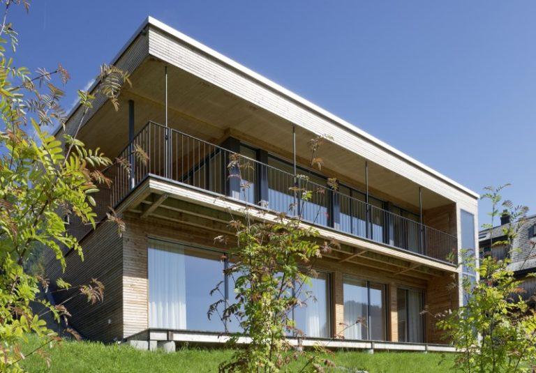 Holzelementbau mit Holzfassade