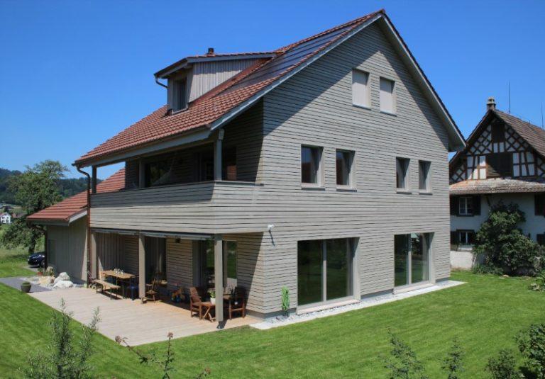 Holzelementbau Holzfassade, Fenster und Treppen