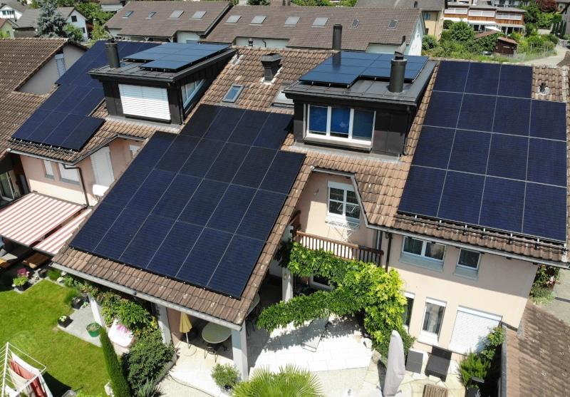 Photovoltaik-Anlage auf Reiheneinfamilienhaus in Jona