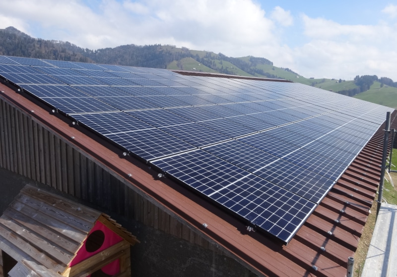 Photovoltaik-Anlage auf Remise in Walde